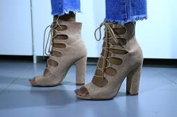 CHAUSSURES A TALONS CARRES